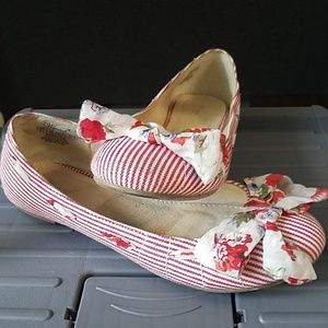 Red striped flats